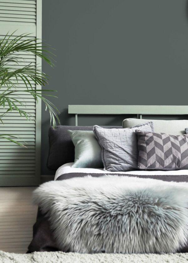 Chambre à coucher dans les tons gris et vert clair, mis en valeur par notre gris CENDRÉE - N°1966 Peintures 1825