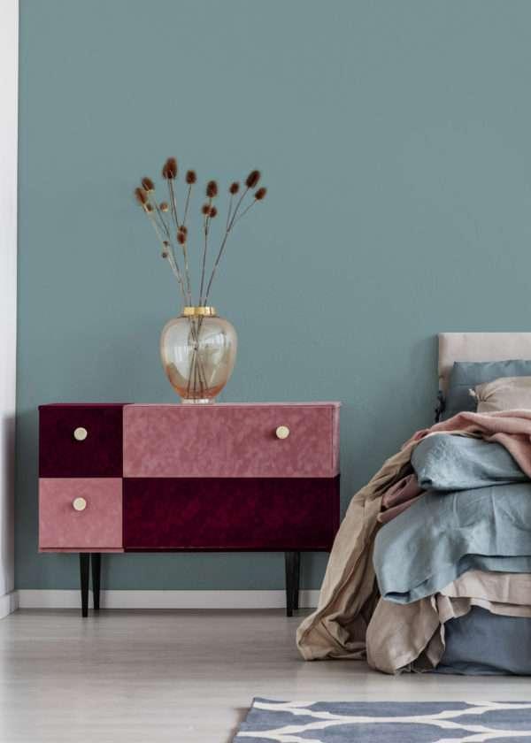 Chambre à coucher dans les tons bleus et roses, mise en valeur par notre bleu gris CIEL D'ORAGE - N°1995 Peintures 1825