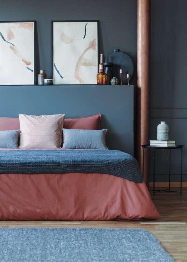 Chambre à coucher haut de gamme, mise en valeur par notre bleu moyen cendré CYCLONE - N°1991 Peintures 1825