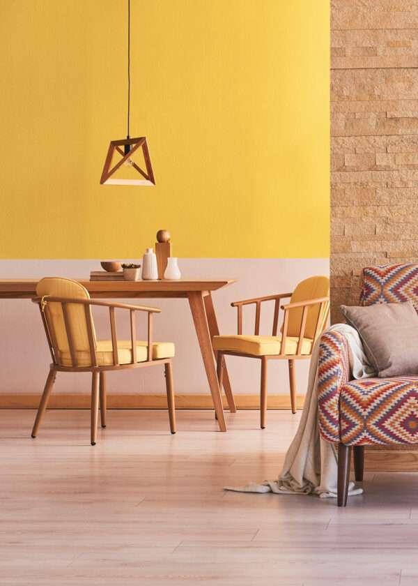 Salon et salle à manger, mis en valeur par notre jaune vif LEMON CURD - N°2020. Peinture 1825