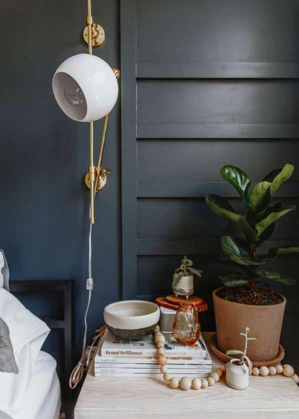 Chambre à coucher moderne, mis en valeur par notre gris foncé MARABOUT - N°2027 Peintures 1825