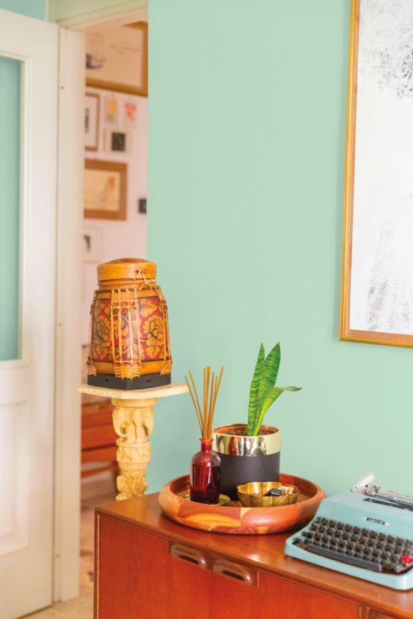 Salon lumineux et coloré, mis en valeur par notre bleu vert NEREIDS - N°2065 Peintures 1825