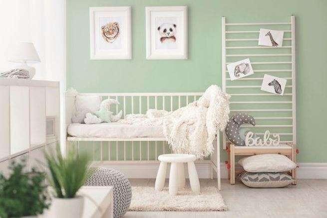 Dans Une Chambre De Bébé, La Peinture Doit être Inoffensive Et Saine Pour  Lu0027environnement (peinture Vert De Mer N°1950, Peintures 1825).