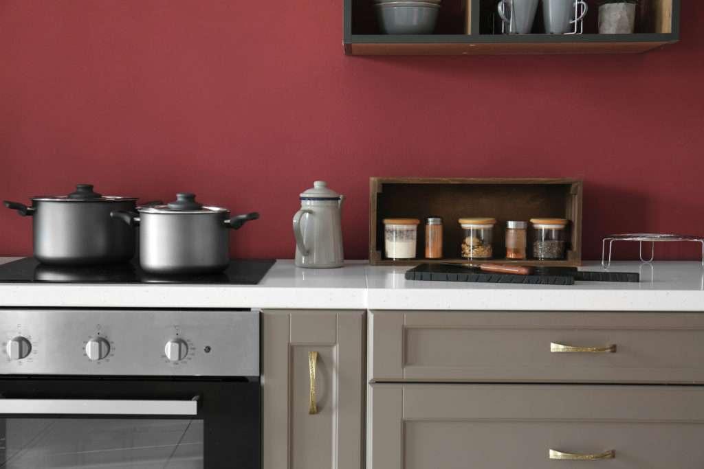 Cuisine mise en valeur par notre rouge bordeaux PILI PILI - N°1872, Peintures 1825